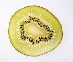 R75_5563 (53Ruth) Tags: nikond750 tamron90mmf28 macro kiwi obst nahrungsmittel frucht vitamine