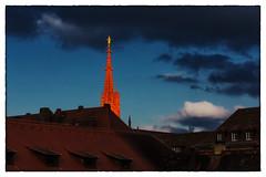 Spotlight (Armin Fuchs) Tags: arminfuchs würzburg marienkapelle church blue red sky sun clouds roofs windows afternoon gold