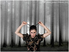 Una ninja en el bosc.  (Pontons - Catalunya)                                                           (Book - Foto 14 - Miriam - Model - Cat.) (Antoni G.V.) Tags: d800 nikon antoni gallart model modelo miriam ninja bosque bosc forest girl chica noia pontons catalonia cataluña catalunya boira niebla fog arbres arboles trees lluitadora luchadora fighter warrior guerrera