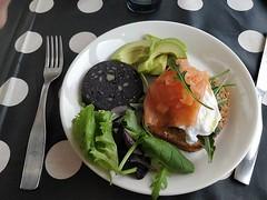 Perinteinen englantilainen aamiainen á la Iso-Sipilä on hyvin vaatimaton