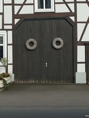 Found Door Face (mkorsakov) Tags: hamm rhynern tor door foundface braun brown fachwerk