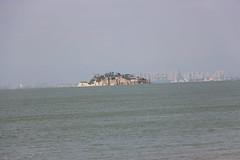 Fortress L-026_ IMG_2193 Isola dei Leoni e sullo sfondo Xiamen - 獅嶼 (Laoblog) Tags: l026 碉堡 bunker fortress caposaldo fortezza 金門 kinmen jīnmén quemoy 小金門 lièyǔ 烈嶼