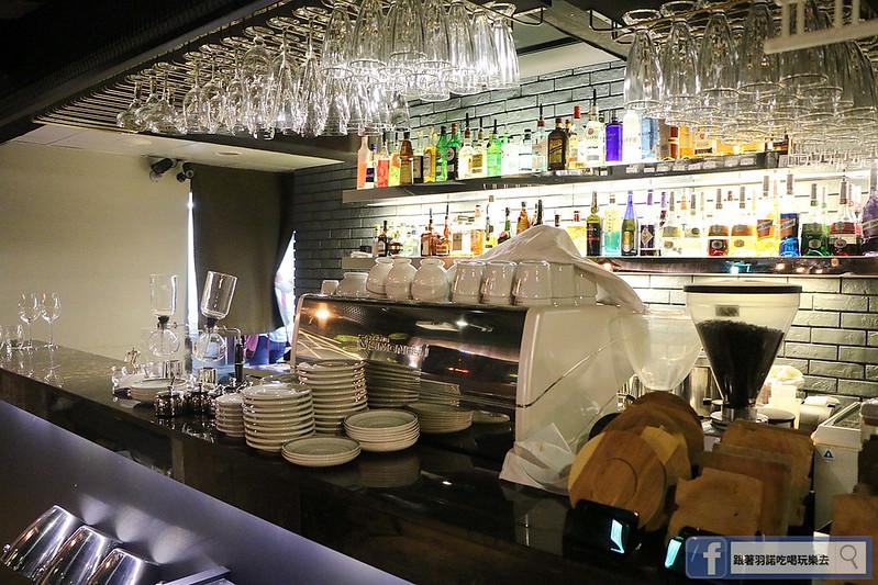 艾朋牛排餐酒館15