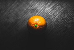 The dramatic Orange (Toukensmash) Tags: orange colour colourful fruit fresh indoors studio shot tripod blood red from above center centered bulls eye food eat eating healthy mouthwatering austria österreich sony alpha58 closeup grey black white one green table delicious cooking freshness lighting light wood