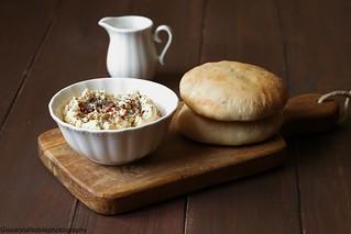 Pane arabo integrale e hummus di ceci