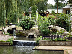 Beale Park (2017) (Daves Portfolio) Tags: bealepark 2017 berkshire waterfeature frog toad statue runningwater water scenery