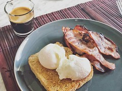 WALA! Simple breakfast #poachedeggs #toast #food