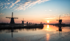 Dutch sunrise, Kinderdijk (reinaroundtheglobe) Tags: kinderdijk windmill traditionalwindmill dutch dutchlandscape zuidholland nederland holland thenetherlands water morning nopeople sunrise
