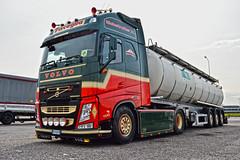 Volvo FH4 Piscaglia (Samuele Trevisanello) Tags: volvo fh4 piscaglia holland fh hollandstyle hollandvolvo goinstyle truck trucks truckholland truckmeeting truckspotting truckspotter fotobyst italy transport veicolo camion trasporti italia