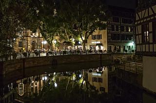 A NIGHT CORNER OF STRASBOURG   -   UN RINCON NOCTURNO DE ESTRASBURGO