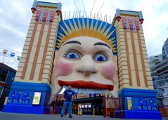DSCN2084 (danimaniacs) Tags: sydney australia lunapark entry face man guy colorful selfportrait