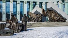 Warszawa - Scultpures of War (cokbilmis-foto) Tags: warsaw warszawa sculpture sculptures soldiers war supreme court warschau sony rx100 sąd najwyższy