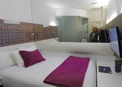 DSCN0923 (danimaniacs) Tags: christchurch newzealand hotel room breakfree bed mirror selfportrait mansolo man guy