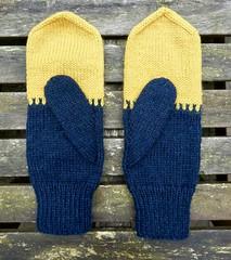 Colourblock Mittens (grevillea.) Tags: handknitting handknitted knitting handmade colourblockmittens mittens blueskyfibers blueskyfiberswoolstock navyblue blue yellow