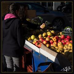 Marché Jeanne d'Arc / Joan of Arc market - Toulouse (christian_lemale) Tags: marché market jeanne arc jeannedarc joan toulouse france nikon d7100 pommes apples personnes people