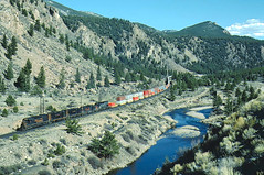 DRGW 5333 #BNSZT along the Arkansas River near Princeton, CO May 6, 1990 (blupenny99) Tags: drgw riogranderr trains railroads tennesseepass sd45 arkansasriver