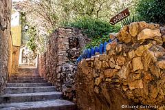 2493  Subida al castillo de Miravet, Tarragona (Ricard Gabarrús) Tags: calle escalera subir castillo ricardgabarrus ricgaba olympus airelibre
