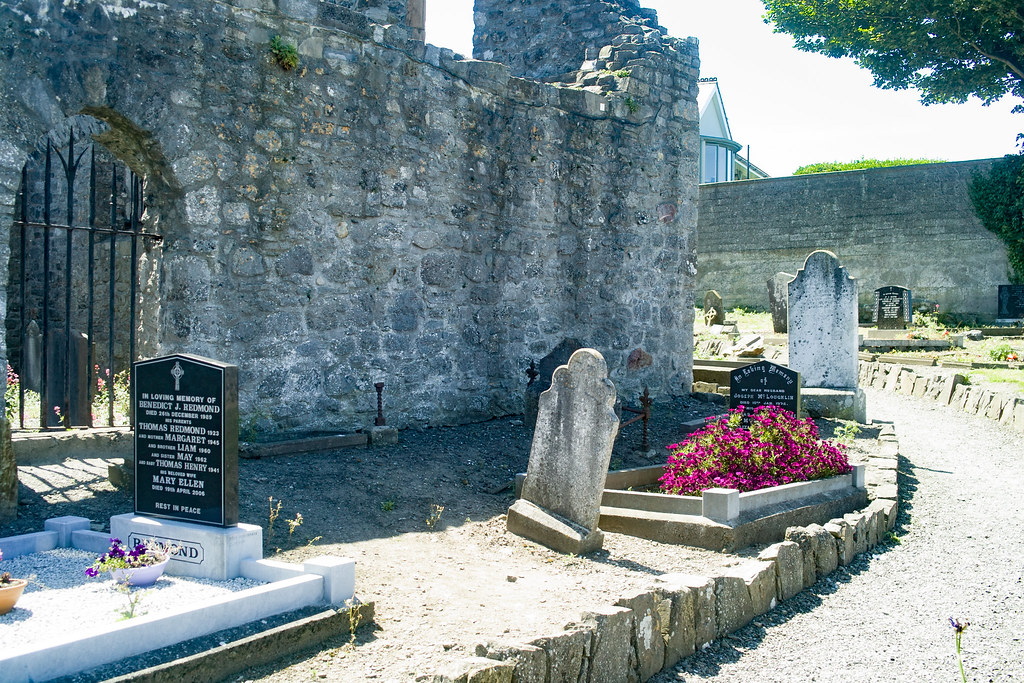 BACK IN JANUARY 2009 I VISITED THE OLD GRAVEYARD IN HOWTH [I HAD TO LEAVE BECAUSE I WAS ATTACKED BY GULLS]-135886