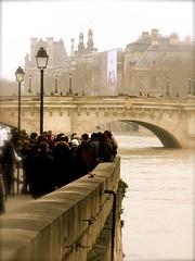 P1380939  PARIS  ,VISITE DE LA SEINE EN CRUE , moins de monde dans les musées  , (closier.christophe) Tags: paris seine iledelacité visite promenade quaisdeseine