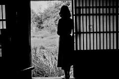 19760923 memories764 (soyokazeojisan) Tags: japan osaka bw film olympus om2 28mmf35 people memories city trix 昭和