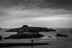 Trégastel... (De l'autre côté du mirOir...) Tags: trégastel bretagne breizh brittany fr france french nikon nikkor d810 nikond810 monochrome noiretblanc noirblanc nb blackwhite bw négroyblanco paysage ciel mer eau digue littoral côtesdelamanche côtesdarmor
