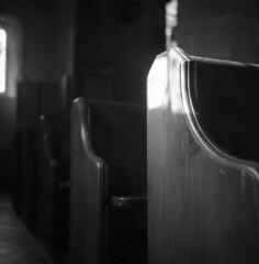 A patch of light (4foot2) Tags: church indoors holy churchpews light sunlight sunshine dark voigtländerbrillant boxcamera fomapan200 120film mediumformat bw blackandwhite monochrome mono hc110 kodakhc110 kodak longexposure slowexposure handheld stmartinschurch westmeston 2018 fourfoottwo 4foot2 4foot2flickr 4foot2photostream