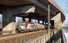 Doubledecker day   193.823   ÚNS - Petržalka (lofofor) Tags: electric vectron ep cargo epcargo reklama viadukt most bridge petržalka ba bratislava úns ústredná betón beton concrete doubledecker prístavný prístav zimnýprístav pálenisko 193 823