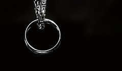 Lord of the Rings (014:365) (Matthew Johnson1) Tags: hmm macromonday 365the2018edition 3652018 day14365 14jan18 ring lordoftherings chain golden blackandwhite bw novel lotr explore explored fiction favouritenovel