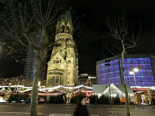 Gedächtniskirche, na praça Breitscheidplatz