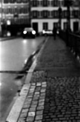 ce soir, pour toute chaleur - (hugobny) Tags: ilford pan 400 iso argentique analogue analog analogique caffenol cl strasbourg street soir lady midnight leonard cohen pentax p30 pentaxlens 55mm f18 smc semistand