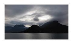 Dans l'intensité du moment (nathaliedunaigre) Tags: lac lacdannecy lake lakeofannecy ciel sky montagnes mountains lesbauges eau water profondeurdechamp nuages clouds light lumière