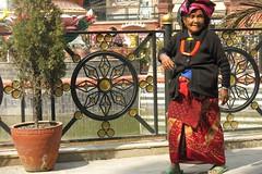 Dans le Ghyoilisang Peace Park, Boudhanath = Bodnath, à côté de Kathmandu (Népal) (michele 69600) Tags: ghyoilisangpeacepark bouddhisme bodnath boudhanath kahmandu népal asia asie circumambulation circle cercle square carré personnes