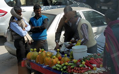 delhi fruit (kexi) Tags: delhi india asia fruit fruitcart people vendors buyers various morning canon february 2017 trade display instantfave