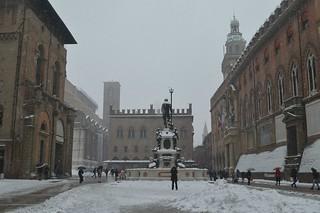 Bologna, piazza del Nettuno durante la nevicata del 1° marzo 2018