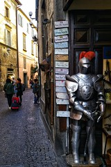 (uffagiainuso) Tags: orvieto oldstreet street alley alleys alleyways alleylife antique vicoliantichi vicolo vicoli italiancity urban citylife oldcity citybreak details olddetails detalles inthestreet cityexplorer explore explorer italytrip travel italyvacations streetphotography oldtown