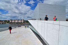 Oslo Opera House, roof (Thomas Roland) Tags: opera house hus ballet norges europe europa travel rejse holiday tourist tourism norway norge noreg oslo city stadt arkitektur architecture contemporary operakvarteret bjørvika fjord quarter snøhetta roof rooftop sky himmel sommer summer