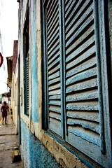 Tempo. (Livia Feitosa) Tags: janela tempo azul interiordobrasil interior brasil fotografiaderua rua casa window blue old time countryside streetphotography street brazil colorful color nikkorlens nikon nikond7100 25mm