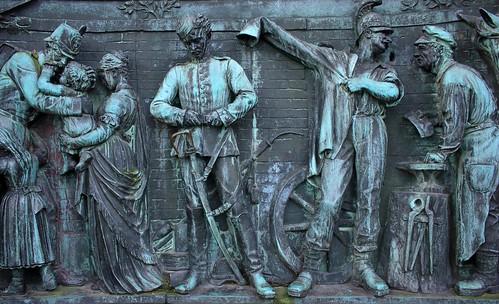 """Kriegerdenkmal Schlosspark - Relief rechts (03) • <a style=""""font-size:0.8em;"""" href=""""http://www.flickr.com/photos/69570948@N04/39256716805/"""" target=""""_blank"""">Auf Flickr ansehen</a>"""