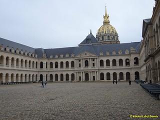La Cour d'Honneur des Invalides - Les canons du Musée de l'Armée