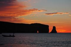 Lever du soleil avec le Rocher Percé quebec (lou shetland) Tags: nature paysage sunrising leverdusoleil