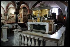Cripta - Cattedrale di Lodi (claudiobertolesi) Tags: sonyilce3000 architettura cripta cattedrale lodi sotterraneo catholic colonna altare tabernacolo balaustra marmo lombardia italy chiesa santissimosacramento 2017 leggio crocifisso
