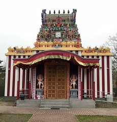 Sri Mayurapathy Murugan Hindu Tempel Berlin-Britz (Berliner1963) Tags: striped gestreift clock uhr religion srimayurapathymuruganhindutempel colorful bunt blaschkoallee hindu tempel britz neukölln berlin germany deutschland