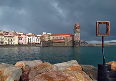 Collioure (Jolivillage) Tags: jolivillage collioure lumière light luce pyrénéesorientales catalogne occitanie roussillon france francia europe europa clocher sea mare eau water acqua église chiesa church picturesque geotagged old landscape paesaggio sky cielo