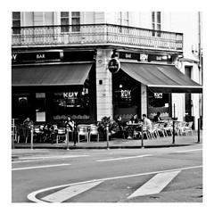 my little corner of the world (japanese forms) Tags: ©japaneseforms2018 ボケ ボケ味 モノクロ 日本フォーム 自転車 黒と白 bw bar blackwhite blackandwhite blancoynegro bokeh candid guinness monochrome mylittlecorneroftheworld random rdv schwarzweis square squareformat strasenfotografie straatfotografie streetphotography vlaanderen yolatengo zwartwit