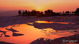 sun illuminates anatolia  / 260118016
