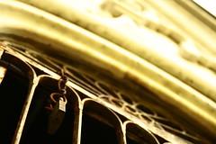"""Cemitério e Estação das Docas (Malu Green!) Tags: belém pará """"estação das docas"""" docas estação cemitério túmulo grave cemetery street rua """"street photography"""" detalhes details red vermelho cruz cross gari laranja orange homem man operário workman """"construção civil"""" construção barco boat água water sepulcro lápide dourado golden malugreen rio river porto harbor"""