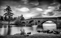 ghosts flying by (Juhwie_Fotography) Tags: scotland schottland kenmore clouds ghosts fly tree bridge beautifulscotland bw bnw blackandwhite blackwhite monochrome landscape landscapephotography river loch lake pentax pentaxart ngc ricohimaging k1 legacylens longexposure haida haidafilters