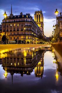 Paris, France - miroir, miroir, qui est la plus belle d'entre toutes ?