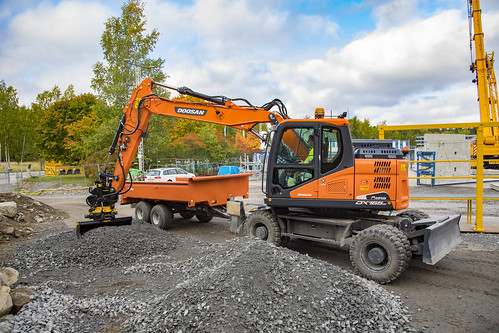 Doosan DX165W with engcon Tiltrotator