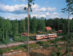 SE - Björkhult - Y1 by blockstelle.de - EN: Train 3607 on its way from Linköping to Oskarshamn just crossed the border to Småland and will stop in Björkhult halt soon. Negativescan, unfortunately pic no 38 of that roll.  DE: Zug 3607 von Linköping nach Oskarshamn ist gerade nach Småland eingereist und wird in Kürze den Haltepunkt Björkhult erreichen. Negativscan, leider Bild 38 auf der Filmrolle und deshalb nicht mehr vollständig drauf.